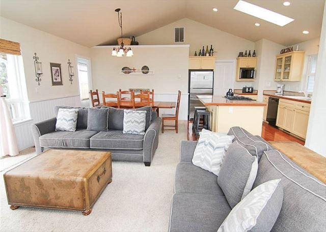 Spectacular Ocean Views and Sparkling Charm - Image 1 - Depoe Bay - rentals