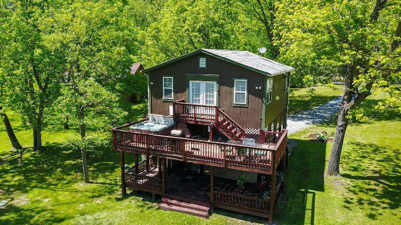 The side of the cabin that faces the river - Bear Valley River cabin on the Shenandoah River - Luray - rentals