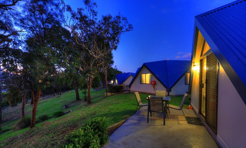 These uniquely shaped Pentagonal cabins sleep 5, Queen and 3 Single beds. - Beachfront 2 Bedroom Family Cabin - Merimbula - rentals