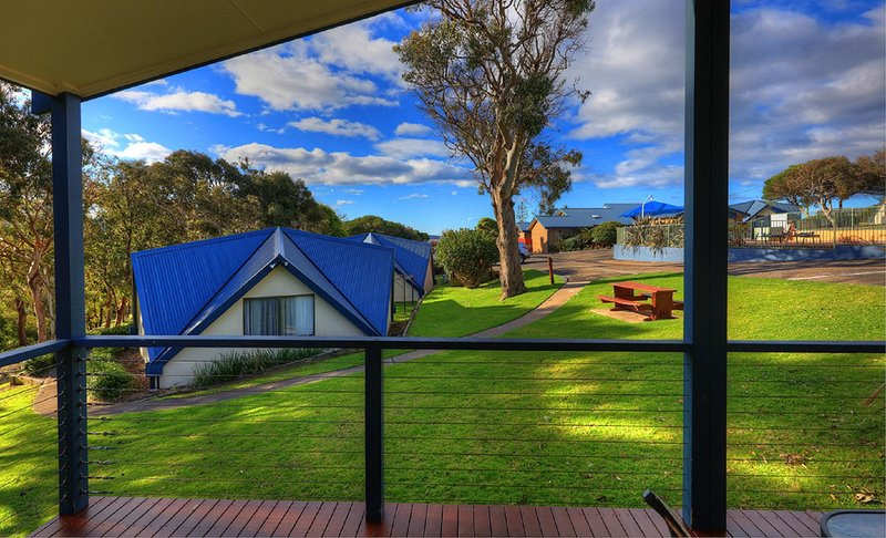 Parksetting 3 Bedroom Cabin - 200m from beach - Image 1 - Merimbula - rentals