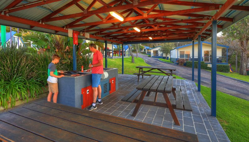 Parksetting 2 Bedroom Family Cabins - 200m from beach - Image 1 - Merimbula - rentals