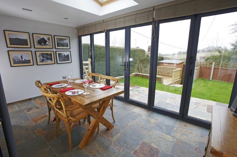 2 Appletree Cottage located in Sixpenny Handley, Dorset - Image 1 - Sixpenny Handley - rentals