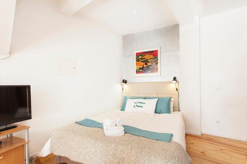 Alfama III, open-space studio with French balcony - Image 1 - Lisbon - rentals