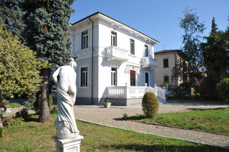 VILLA MAGNOLIA Luxury Retreat with pool near to Cinque Terre and Restaurants - Image 1 - Villafranca in Lunigiana - rentals