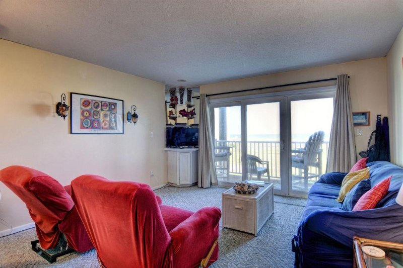 Living Room - Topsail Dunes 3105 Oceanfront! | Community Pool, Tennis Courts, Grill Area - North Topsail Beach - rentals