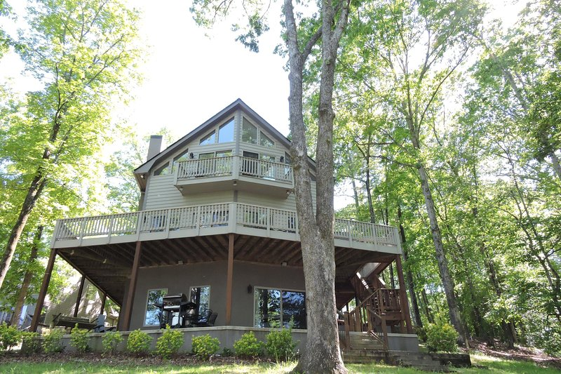 3 spacious decks to enjoy. small deck off master BR. Wrap around deck on main and lower deck grill.  - Cane Creek Cottage. 13 miles to Clemson. Near all mountain activities - West Union - rentals