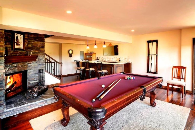 Game room with bar, fireplace and pool table. - Spacious Lakeside Manor For Family/Friends Getaway - Lake Arrowhead - rentals