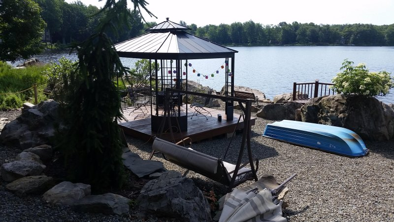 poconos, lakefront, vacation,100miles,relax, good time, outdoor,BBQ - Image 1 - Tobyhanna - rentals