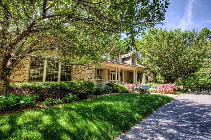 Surrounded by lush trees, native rhododendron and a koi pond, this 5 bedroom luxury villa is aptly named! - Rhododendron Villa - Hendersonville - rentals