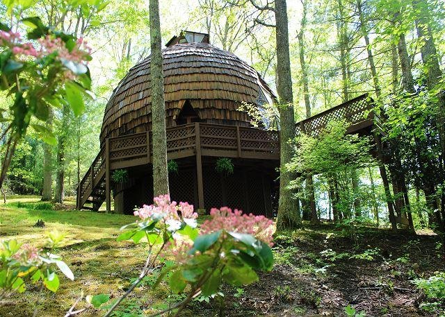 GEODESIC DOME ON 40 ACRES W/HOT TUB. - Image 1 - Grassy Creek - rentals