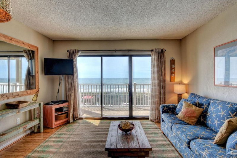 Living Area - Topsail Dunes 2202 Oceanfront!   Community Pool, Tennis Courts, Grill Area - North Topsail Beach - rentals