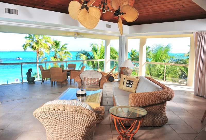 Developers own penthouse directly on the finest snorkelling reef on Grace Bay - Image 1 - Providenciales - rentals