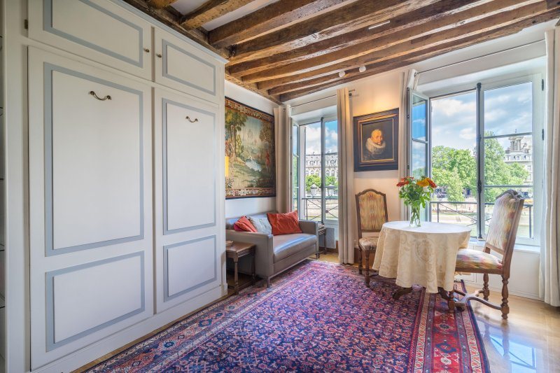 Notre-Dame Apt w/River Riews and lift ! 150 € to 195 € depending on season - Image 1 - Paris - rentals