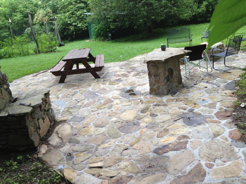 Large patio  to enjoy FIRE PIT & BBQ, lots of seating - Eco-Friendly up to 6 BR between Nantahala & Bryson City, Non Smokers Only, WiFi - Bryson City - rentals