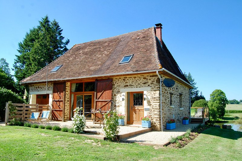 La Vieille Etable - Luxury Barn with Hot Tub & Fresh Water Swimming Lake - Saint-Priest-les-Fougeres - rentals