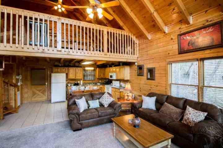 Welcome to Wooded Bliss, a beautiful and luxurious one bedroom cabin in the Sherwood Forest Resort Community! - Wooded Bliss in Sherwood Forest - Hot Tub - Fireplace - Arcade & Game Room! - Pigeon Forge - rentals