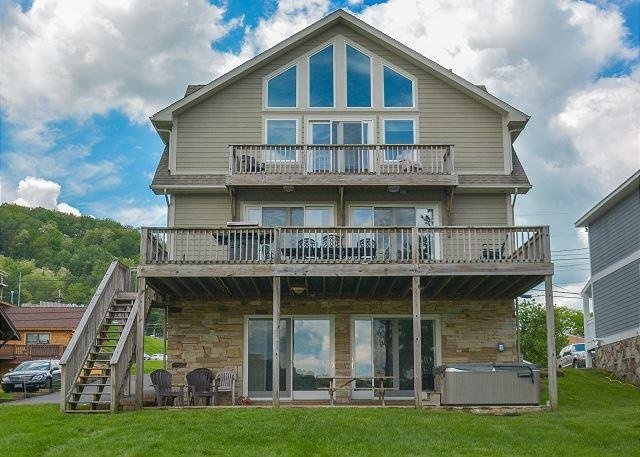 Exterior - Immaculate 5 Bedroom Lakefront home offers luxurious accomodations! - McHenry - rentals