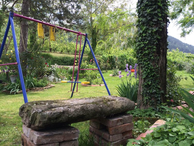 Giardino con giochi per bambini - CA ' three valleys ' delightful apartment surrounded by greenery of the Apennines between Faenza and Forlì - Modigliana - rentals