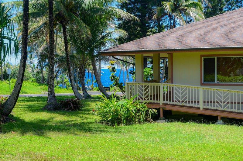 Hale Hou Hoaloha is a 3 bedroom home with ADA features just one block from the ocean - Hale Hou Hoaloha - Pahoa - rentals