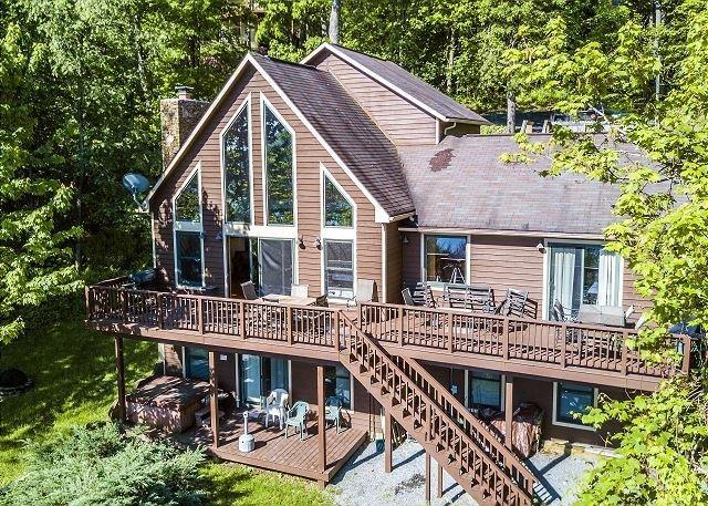 Exterior - Impressive Mountain Home in prestigious community offers beautiful lake views - Oakland - rentals