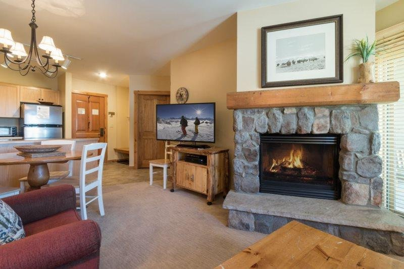 Dakota Lodge 8481 - Updated appliances, new carpet, king bed! - Image 1 - Keystone - rentals