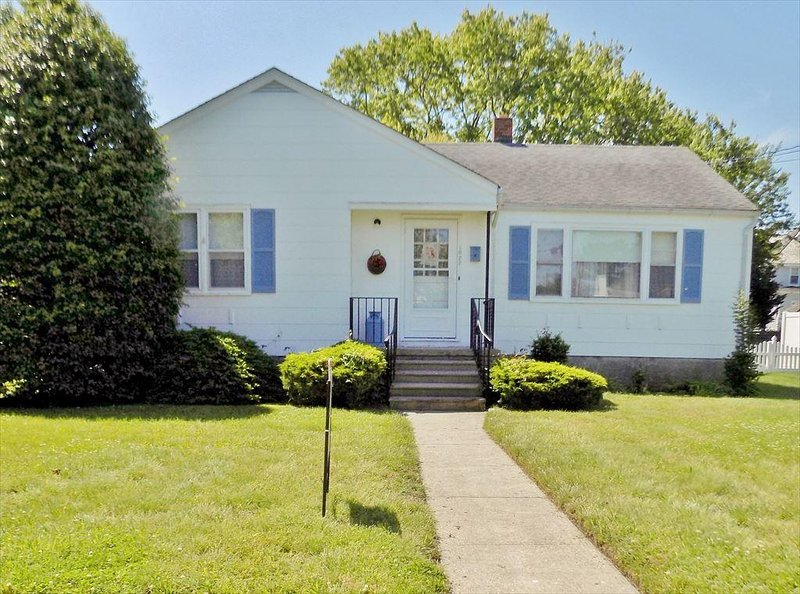 PET FRIENDLY WITH FENCED IN YARD 122943 - Image 1 - Cape May - rentals