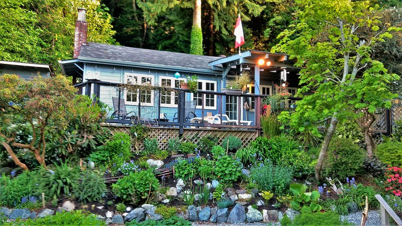 A rare 1930's cottage: Nicely updated but with many original features retained - Ocean View Character Cottage Near Vancouver - Gibsons - rentals