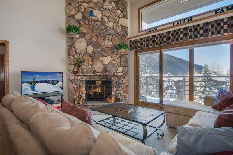 Snowdance Manor 408 - Walk to slopes, indoor pool and hot tub, Mountain House! - Image 1 - Keystone - rentals