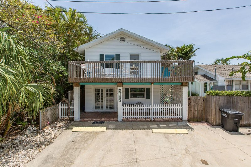 Cozy Corner Upper Unit - Image 1 - Clearwater Beach - rentals