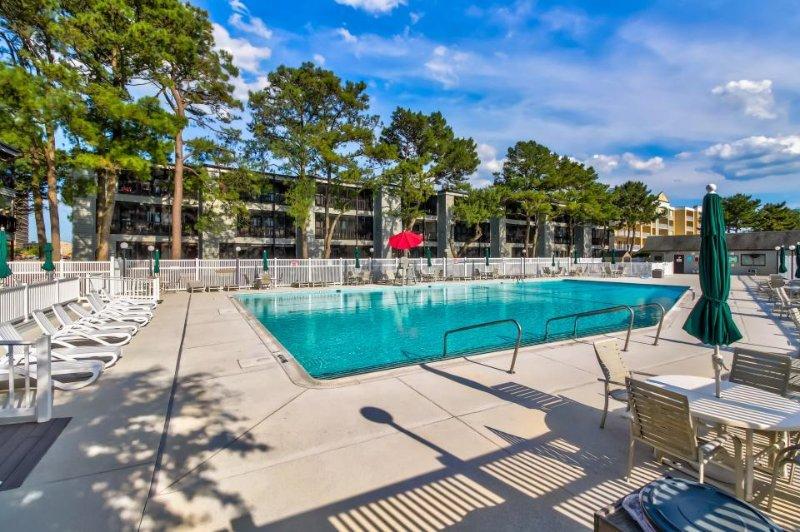 Cozy condo w/ seasonal pool - one block from beach access! - Image 1 - Ocean City - rentals