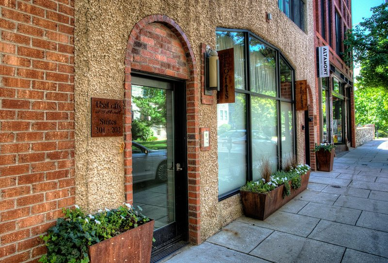 Entrance door on Church Street and within walking distance to many of Asheville's favorite shopping, dining and exploring. - Loft 201 - Asheville - rentals