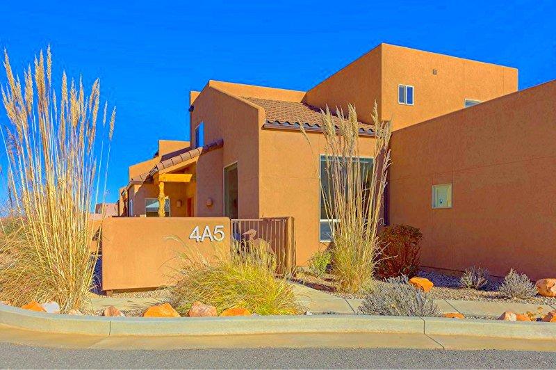 A Beautiful Unit- Pool/Hot Tub/WiFi/Garage/W&D - Image 1 - Moab - rentals