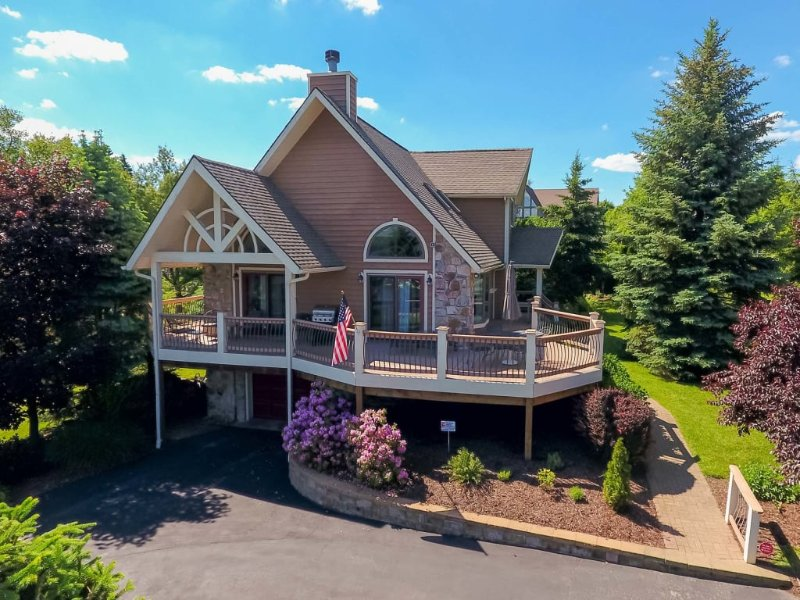 12171ext18.jpg - A Stay at Lasting Memories makes for the perfect Deep Creek vacation! With its central location, easy walk to the lake, and plush furnishings, you get it all! - McHenry - rentals
