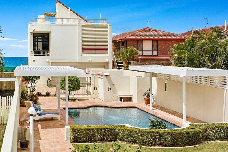 Welcome to Tallebudgera Creek House! - TALLEBUDGERA BEACH HOUSE - Absolute beachfront property - Palm Beach - rentals