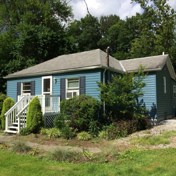 front, parking directly to the right - Cottage near Harrisburg Hershey Pet Friendly Creek - Mechanicsburg - rentals