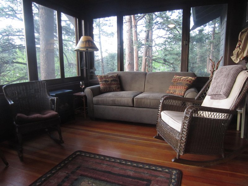 Elevevated all-season sun room overlooking the river - PRIVATE, HOT TUB, WALK TO TOWN, RIVER/MTN VIEWS - Estes Park - rentals