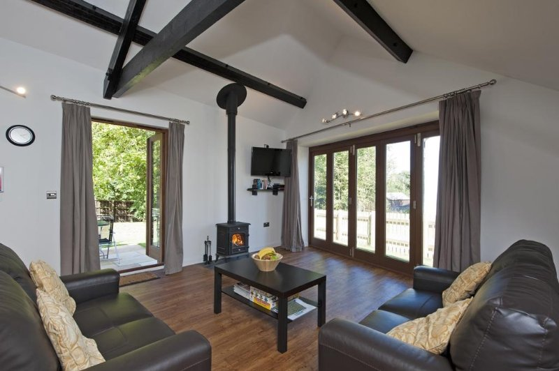Lacewood Barn, Fernhill Farm located in Ryde, Isle Of Wight - Image 1 - Ryde - rentals