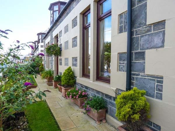 MORAY MIRTH COTTAGE, pet-friendly, enclosed garden, parking next to cottage, in - Image 1 - Portknockie - rentals