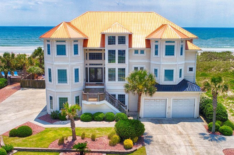 3682 Island Drive (your castle by the sea) - Save $2000 on any open week! Island Drive 3682 Oceanfront!   Private Heated - North Topsail Beach - rentals