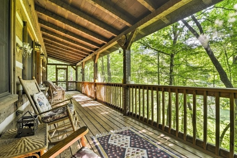 Tranquility awaits you at this rustic Black Mountain vacation rental cabin. - 3BR/3BA Black Mountain Cabin w/ Decks & Hot Tub! - Black Mountain - rentals