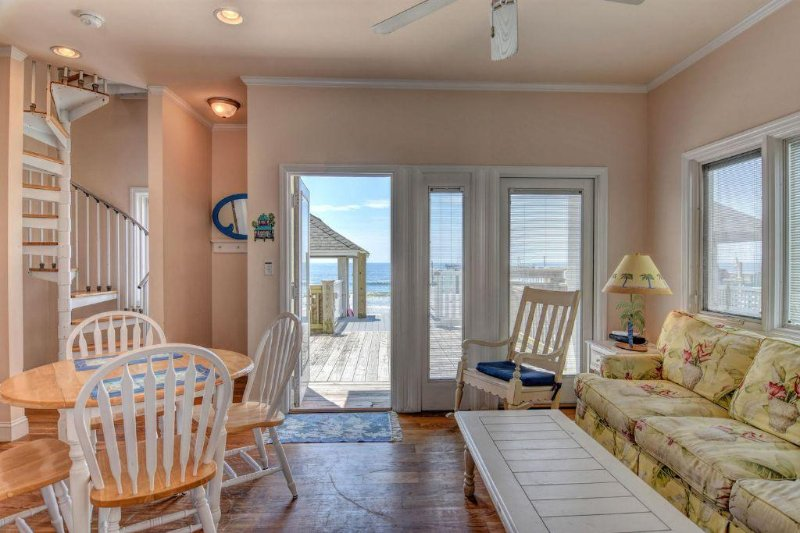 Living Area - Flounder In - Surf City - rentals