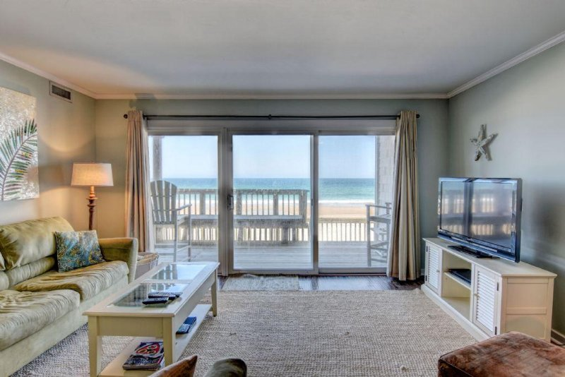 Ocean view living room - Queen's Grant E-117 - Topsail Beach - rentals