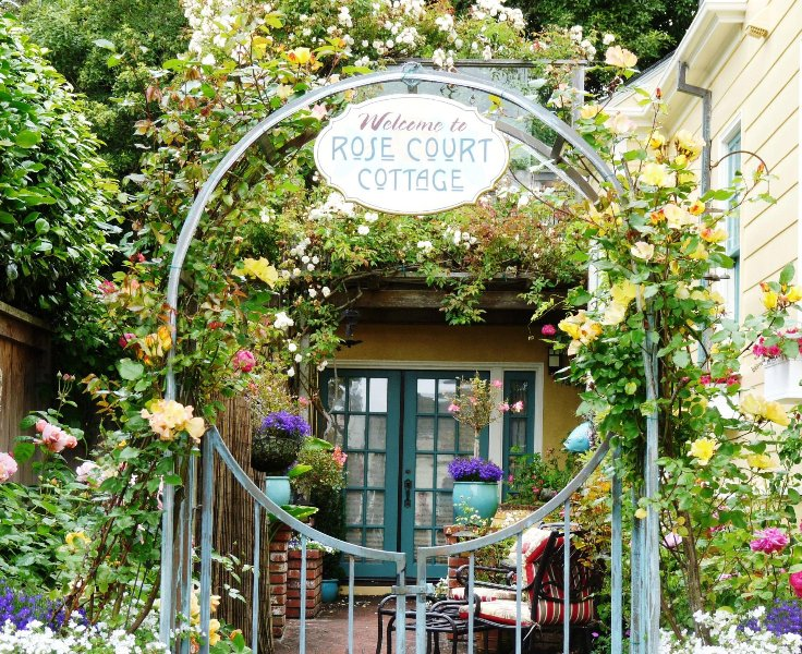 Arcata Stay's Rose Court Cottage studio vacation rental entrance - Arcata Rose Court Cottage in Serene Garden Setting - Arcata - rentals
