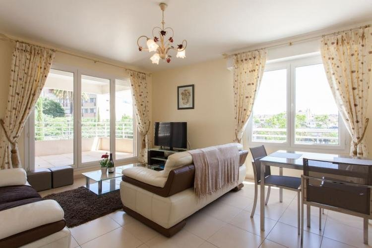 Bristol Yellow Fantastic Vacation Rental with a Balcony - Image 1 - Cannes - rentals
