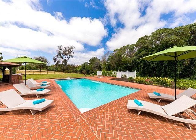 Large private pool. spa and bar-b-que area for your enjoyment at beautiful home in La Jolla. (diving board has been removed)  - June Discounts! - NEW PHOTOS SOON! Spacious La Jolla Home with pool! - La Jolla - rentals