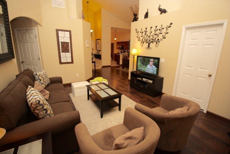 4 Bed 2 Bath Pool Villa Located at Crystal Cove Resort Sleeps 8. 1067TD - Image 1 - Orlando - rentals