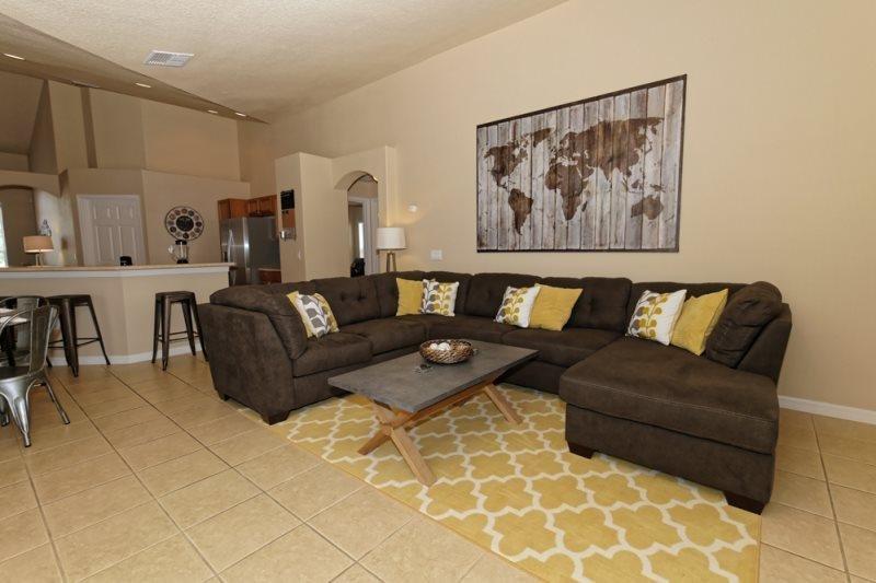 Luxury 4 Bedroom 3 Bathroom Pool Home in Orange Tree. 15830RHL - Image 1 - Clermont - rentals