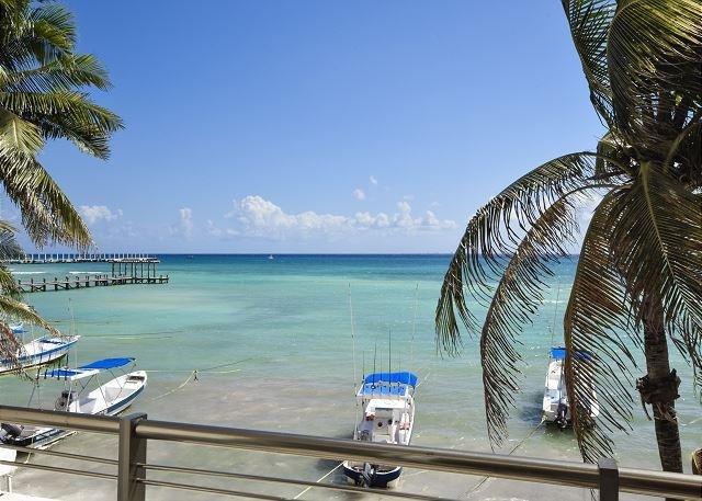 Oceanfront with pool 2 bedroom in Ocean Plaza (OP12) - Image 1 - Playa del Carmen - rentals
