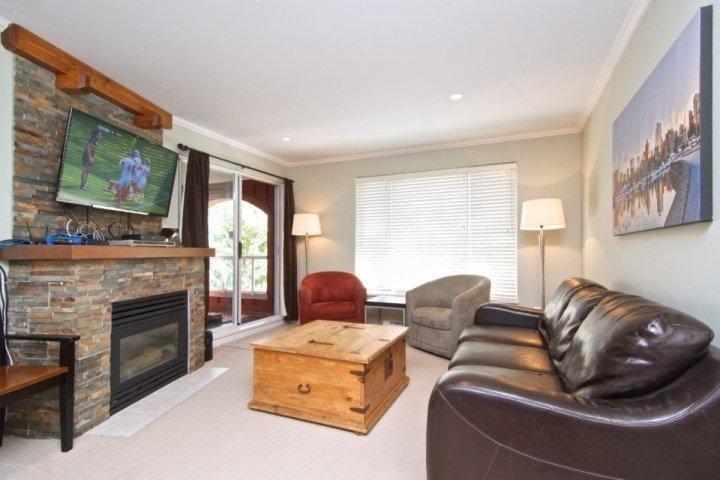 Bright spacious living room - Deer Lodge Unit 455 - Whistler - rentals