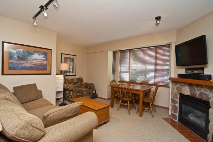 Dining for 4, Flat screen TV and WIFI - Bear Lodge Unit 408 - Whistler - rentals